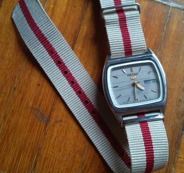 Vintage Seiko 5 on a $7 NATO strap from #cheapestnatostraps #seiko #vintagewatch #natoband #natostrap