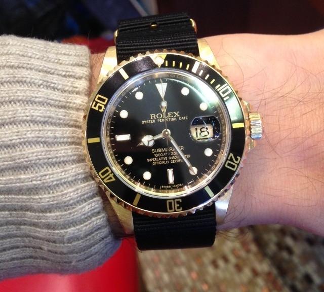 Rolex Submariner in gold with gold NATO from #cheapestnatostraps.com #rolexsubmariner #rolex #submariner #diverswatch #goldwatch #natostrap #natoband #watchuseek #klocksnack #instawatch #watchesofinstagram