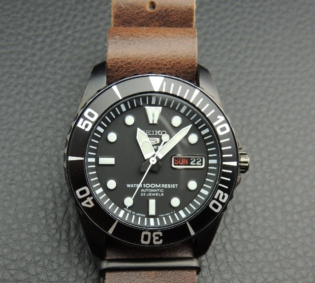 Seiko 5 on a PVD leather NATO strap from #cheapestnatostraps.com #seiko5 #seiko #leathernatostrap #natostrap #natoband #diverswatch