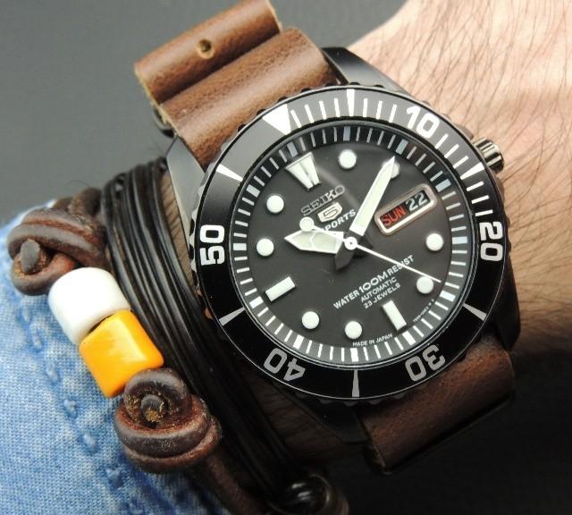 Seiko 5 on a leather NATO strap from #cheapestnatostraps.com #seiko5 #seiko #leathernatostrap #natostrap #natoband #diverswatch #watchuseek #klocksnack