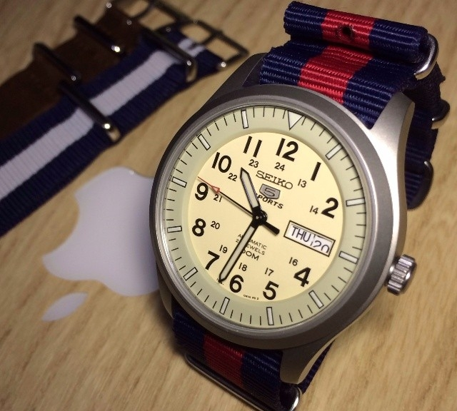 Seiko 5 on a navy and red NATO strap from #cheapestnatostraps.com #seiko5 #seiko #natostrap #natoband #klocksnack #watchuseek #watchband #watchstrap