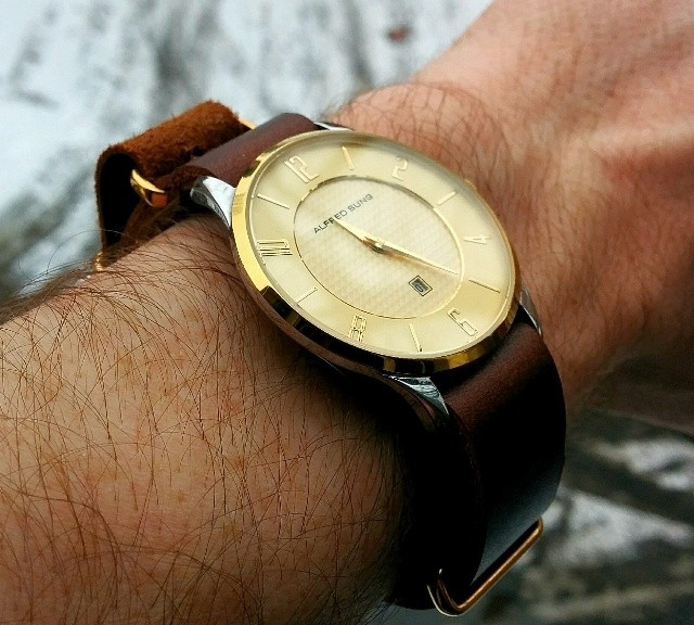 Alfred Sung gold watch on a gold leather NATO strap from #cheapestnatostraps.com #alfredsung #goldwatch #natostrap #natoband #leathernatostrap #klocksnack #watchuseek #watchband #watchstrap