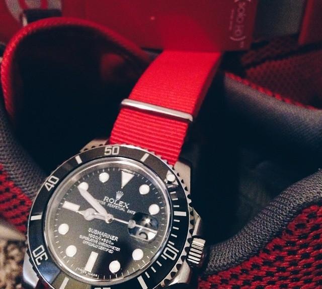 Rolex Submariner on a red NATO strap from #cheapestnatostraps.com #rolex #submariner #rolexsubmariner #diverswatch #klocksnack #watchuseek #instawatch #watchesofinstagram #watchaddict #wristporn
